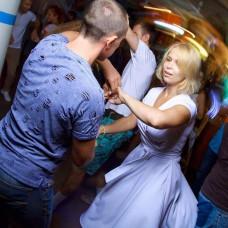 Елена в белом летнем платье «Под солнцем Тосканы»