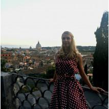 Анна в Риме на торжестве в платье в стиле «Красотки»
