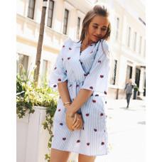 Мини-платье с запахом в полоску с красной вышивкой