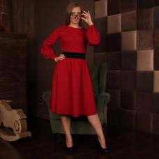 Красное приталенное платье с широкой юбкой и карманами