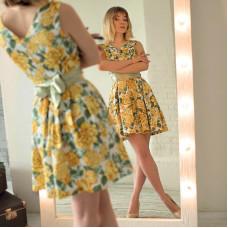 Желтое цветочное мини-платье в ретро