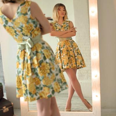 Купить цветочное мини-платье ретро