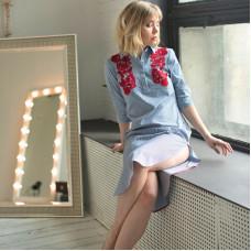 Платье-рубашка в полоску с красной вышивкой