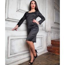 Черное платье-футляр с декольте в стиле Моники Белуччи