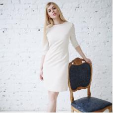 Бежевое деловое платье футляр как в фильме «Турист»