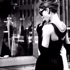 Черное коктейльное платье в стиле Одри Хепберн из «Завтрака у Тиффани»