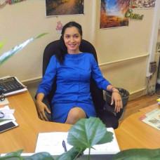 Покупательница Альбина в синем деловом платье «Форс-мажоры»