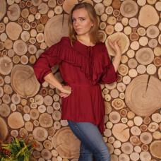 Бордовая офисная блузка с воланом на груди и поясом