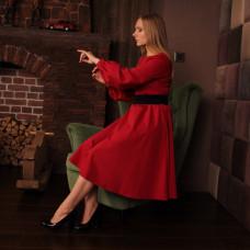 Красное деловое платье с карманами