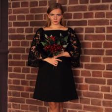 Чёрное мини-платье с кружевными рукавами