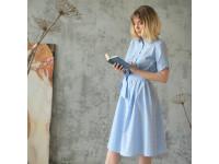 Голубое платье-рубашка свободного силуэта
