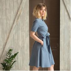 Джинсовое платье с запахом и поясом