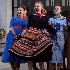 Голубое платье в горошек в стиле «Стиляг»